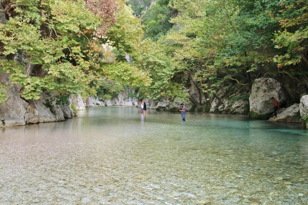 waden door de acheron rivier